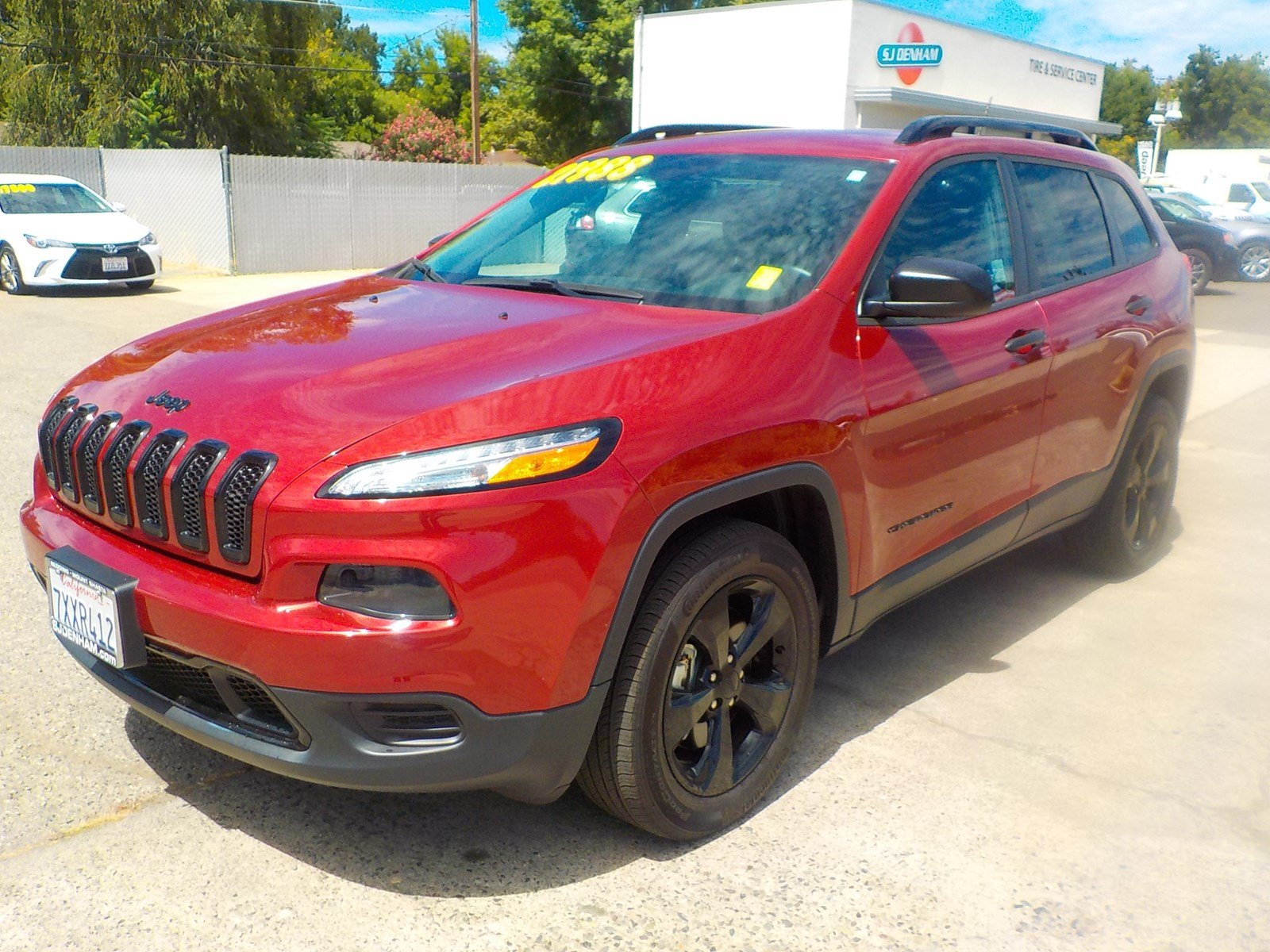 Pre-Owned 2017 Jeep Cherokee Altitude