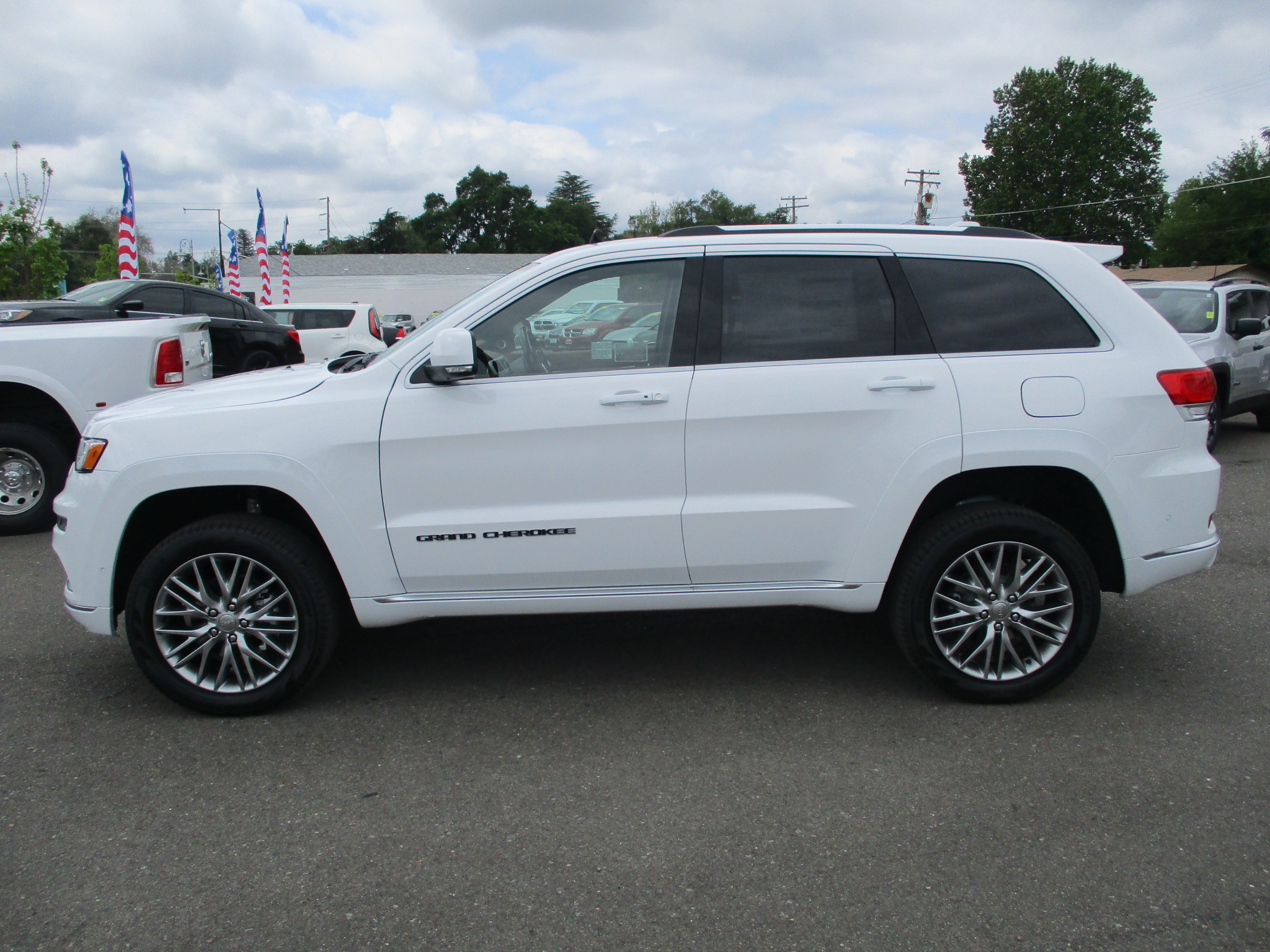 Jeep Grand Cherokee 2018 White >> New 2018 Jeep Grand Cherokee Summit 4X4 Sport Utility in ...