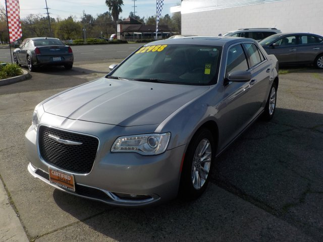 Certified Pre-Owned 2018 Chrysler 300 Touring L